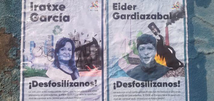 Carteles de la campaña Desfosilízanos con las caras de Eider Gardiazabal Rubial e Iratxe García